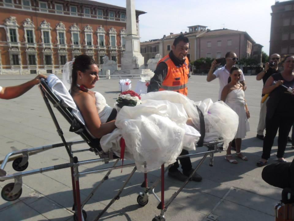 Matrimonio In Ambulanza : Massa le nozze quot show di valentina e gabriele panorama