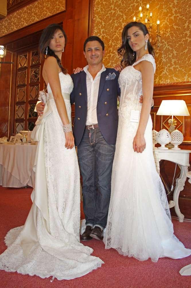 Gino Signore con due modelle -1000