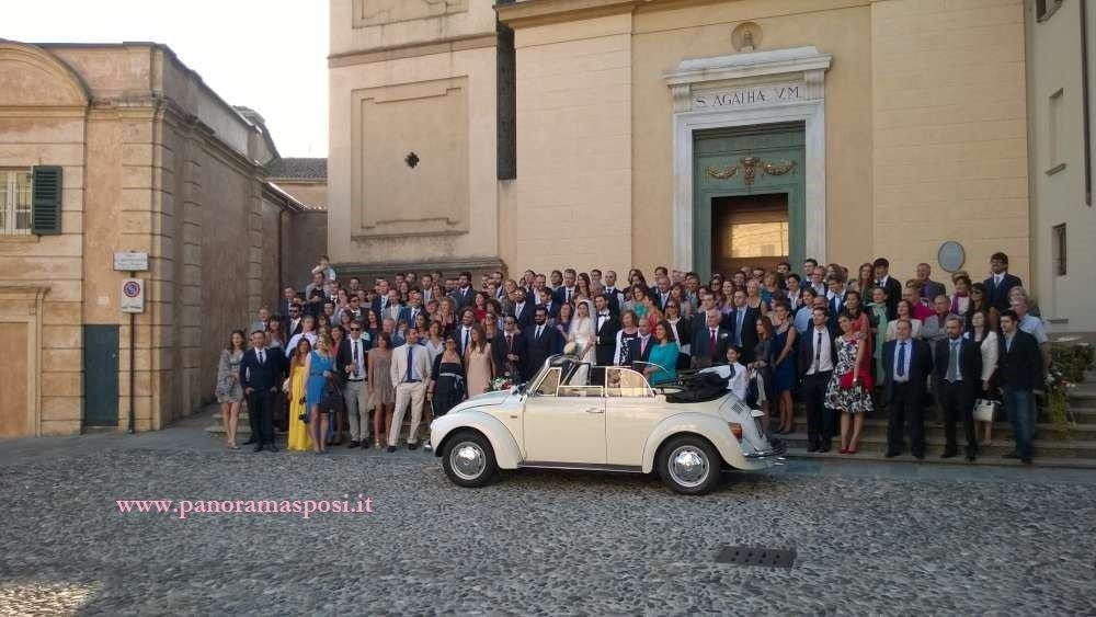 sposi maggiolino foto di gruppo ok