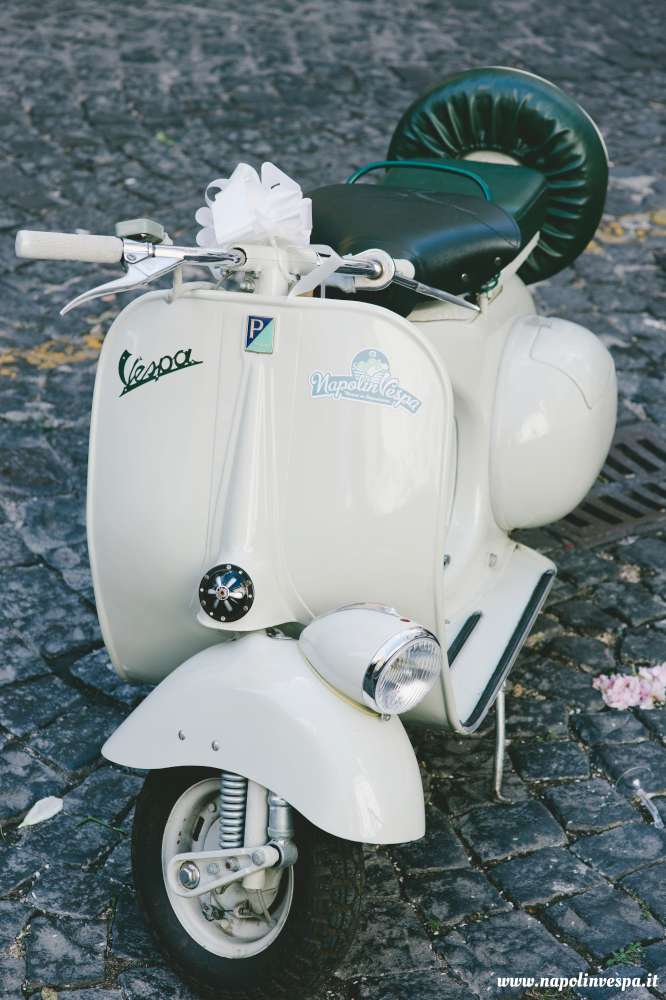 Matrimonio In Vespa : Matrimonio in vespa d epoca a napoli