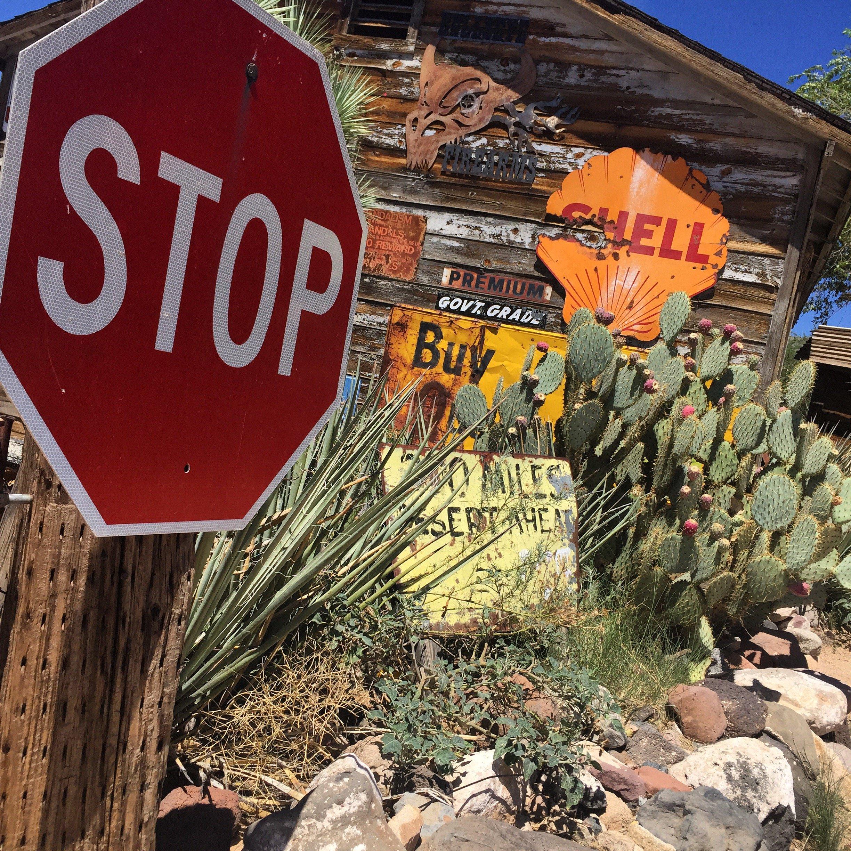 Vecchie insegne e cartelli lungo la Route 66