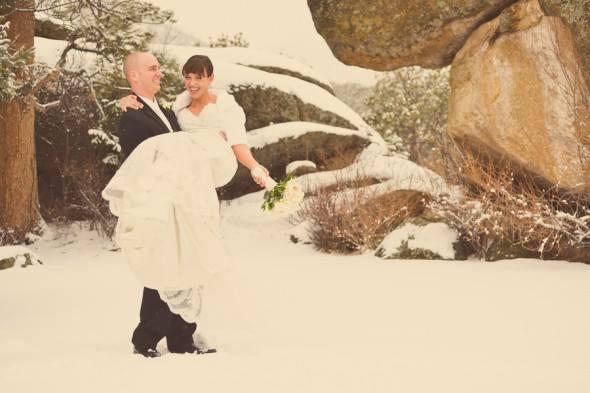 Sposi country sotto la neve
