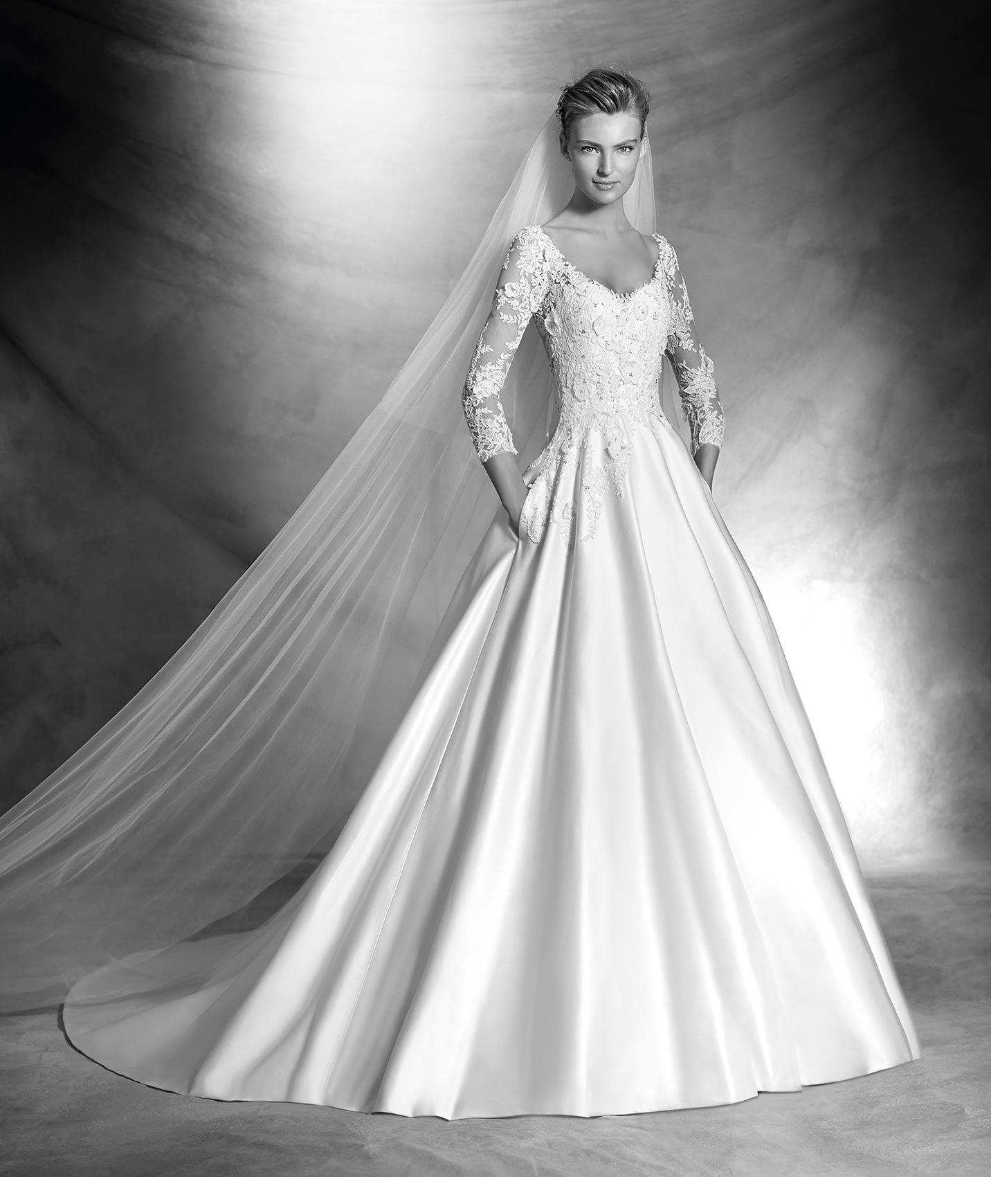 Abito da principessa modello Versal collezione Pronovias 2016