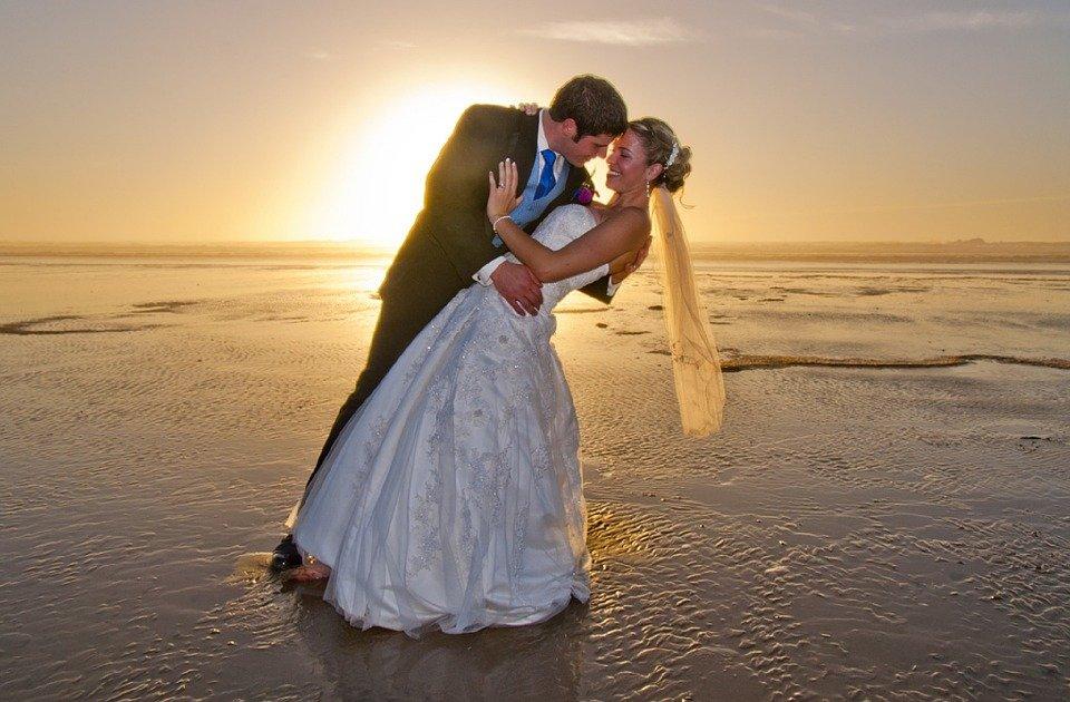 Matrimonio In Spiaggia Rimini : Matrimoni in spiaggia a rimini presto una piazzetta panorama sposi