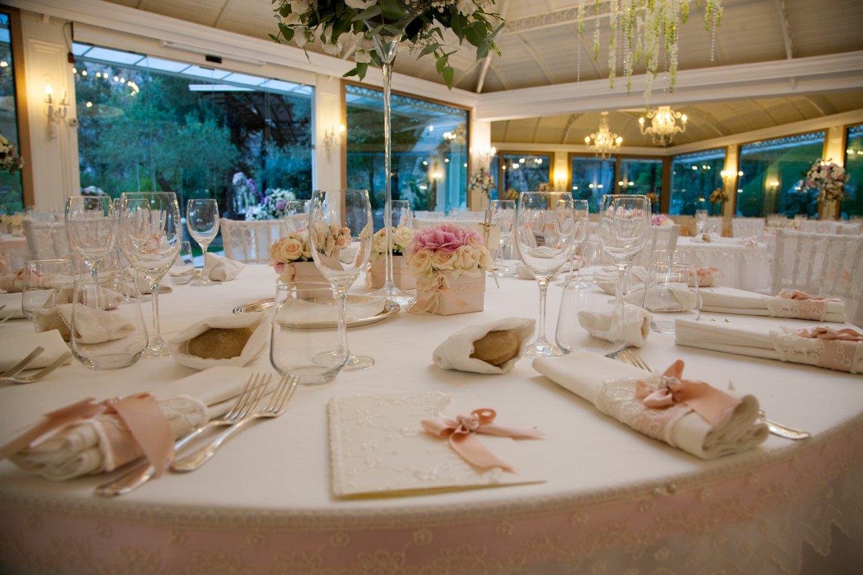 villa althea tavolo mise en place generica fiori allestimento (17)