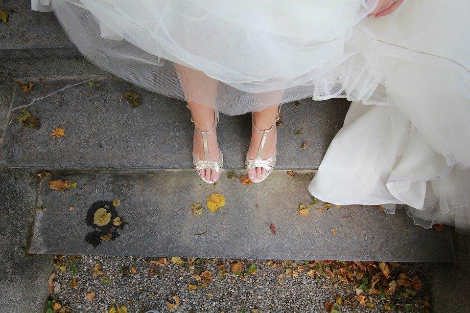 i piedi della sposa