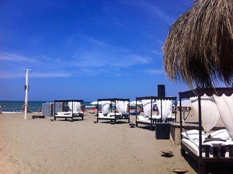 addio al nubilato in spiaggia, Singita