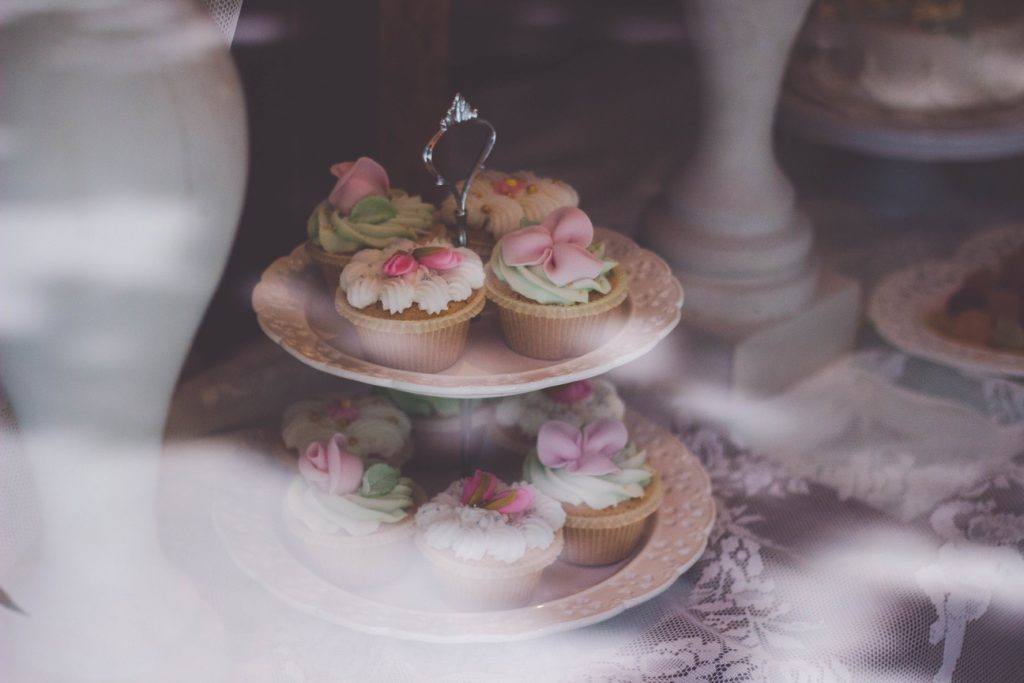 matrimonio fai da te, buffet di dolci: cup cakes