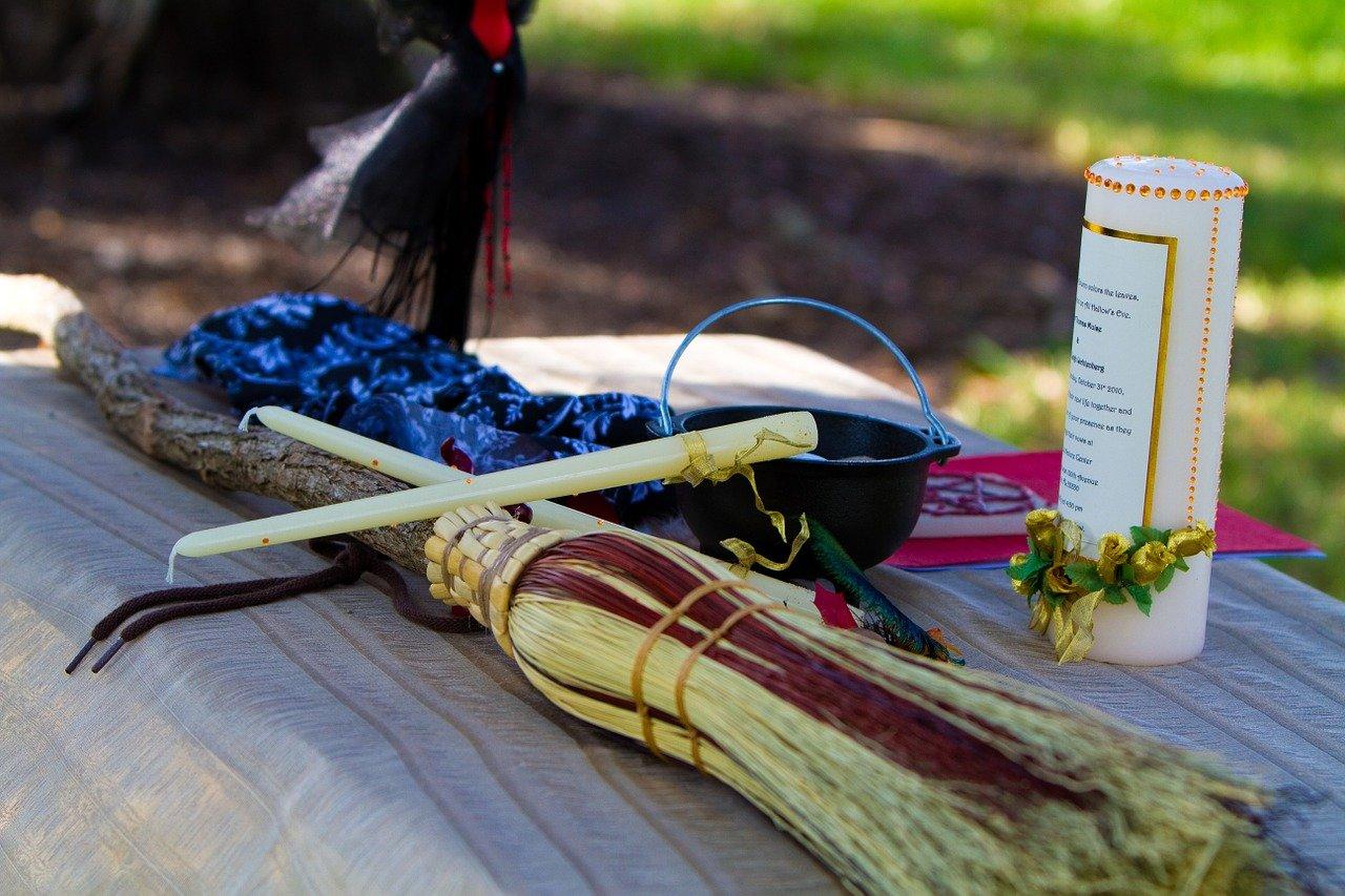 Matrimonio celtico, il rito della scopa