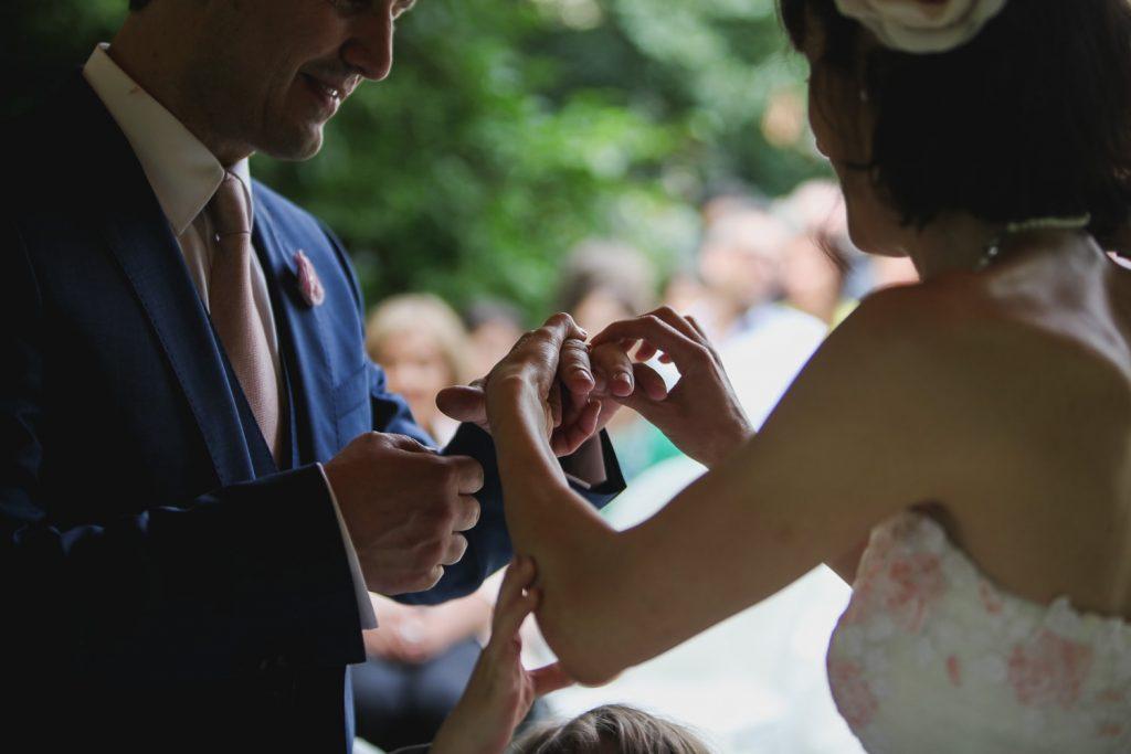 Matrimonio shabby chic, lo scambio delle fedi