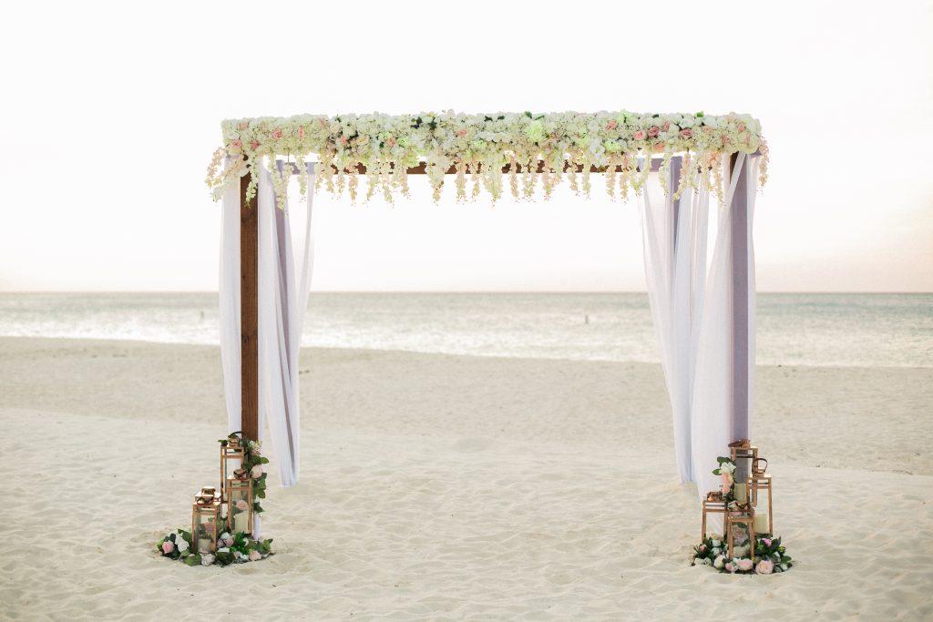 viaggio di nozze Aruba, struttura per matrimonio in spiaggia