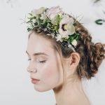 Coroncina di fiori: il nuovo trend per le acconciature da sposa