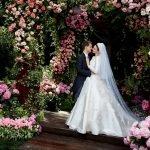 Miranda Kerr sposa in Dior: le immagini dell'abito da sogno
