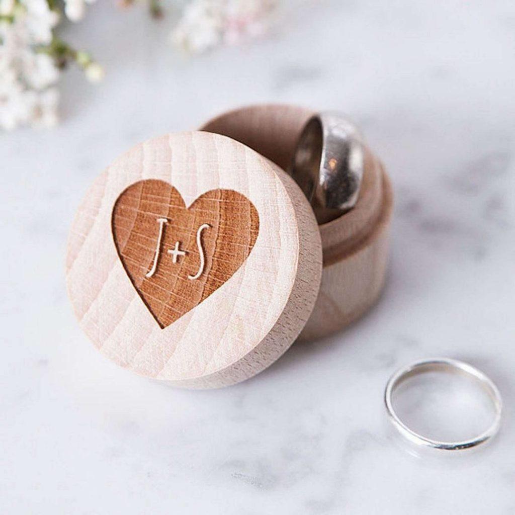 Scatola porta fedi personalizzata in legno