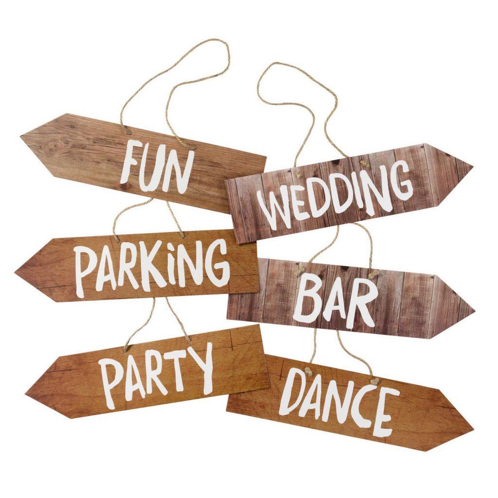 Cartelli in legno per guidare gli ospiti