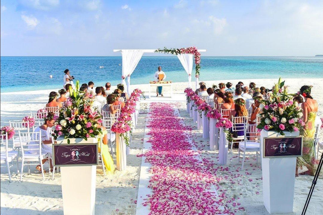 Matrimonio Tema Spiaggia : Matrimonio tropicale allinsegna del relax panorama sposi