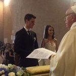 Il Papa celebra un matrimonio a sorpresa