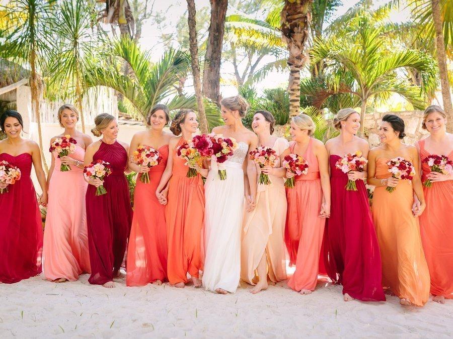 abito da sposa con damigelle