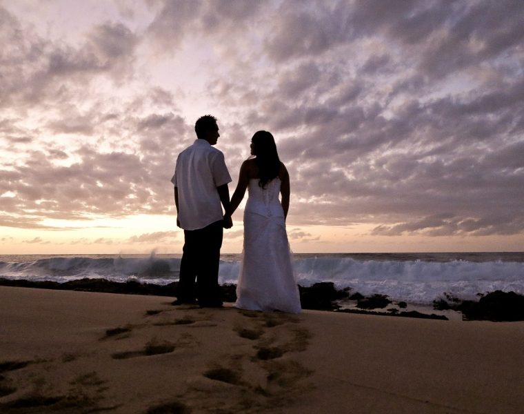 matrimonio hawaii sposi in spiaggia